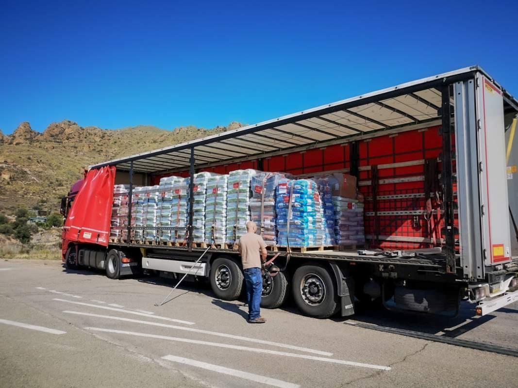 Große Futterspenden-Aktion durch die Galgorettung Fränkisches Seenland e. V.